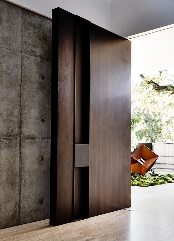cửa chính biệt thự bằng gỗ lim