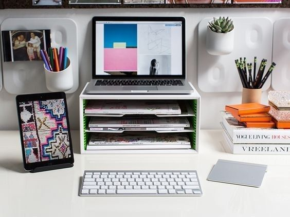 trang trí bàn làm việc văn phòng