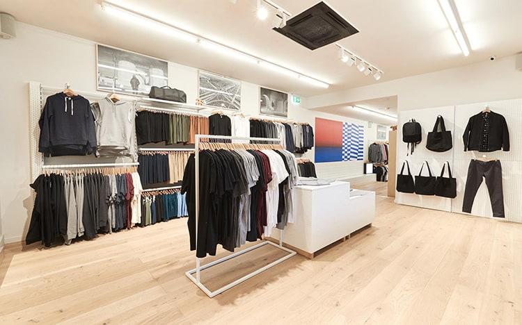 bố trí nội thất trong cửa hàng quần áo