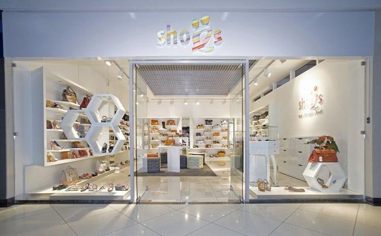 thiết kế mặt tiền cửa hàng giày dép