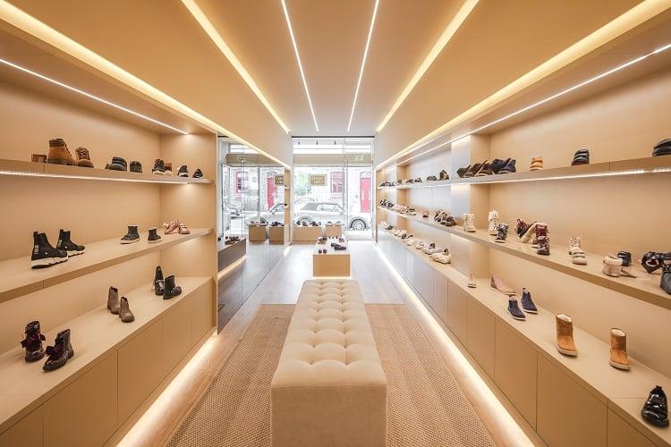 trang trí shop giày nhỏ